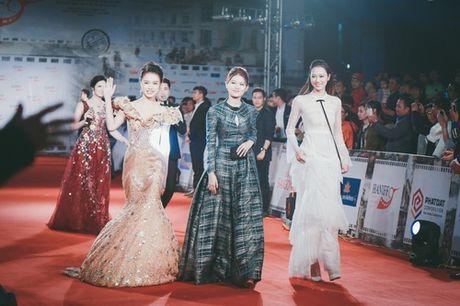 'Dung hinh' vi thay Phuong Trinh mac bao trong dem Ha thanh - Anh 20