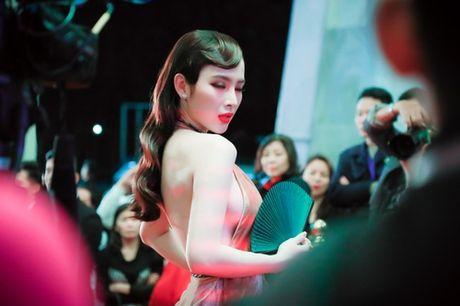'Dung hinh' vi thay Phuong Trinh mac bao trong dem Ha thanh - Anh 3