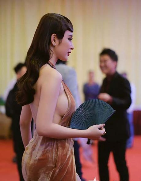 Dan my nhan dua nhau khoe nguc 'khung' tai Lien hoan phim Ha Noi - Anh 2