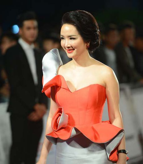 Dan my nhan dua nhau khoe nguc 'khung' tai Lien hoan phim Ha Noi - Anh 3