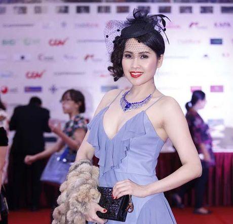 Dan my nhan dua nhau khoe nguc 'khung' tai Lien hoan phim Ha Noi - Anh 5