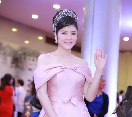 Dan my nhan dua nhau khoe nguc 'khung' tai Lien hoan phim Ha Noi - Anh 9
