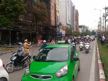 Kham nghiem hien truong vu chay quan karaoke o Tran Thai Tong - Anh 12