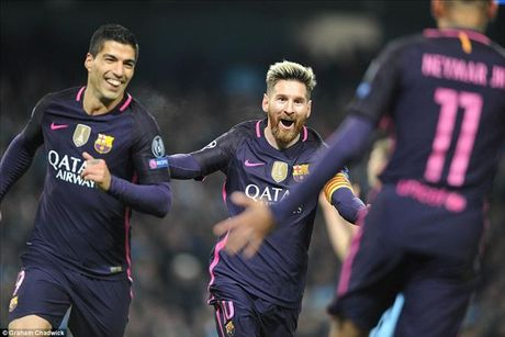 Choc thung luoi Man City, Lionel Messi tro thanh 'Vua vong bang' - Anh 1