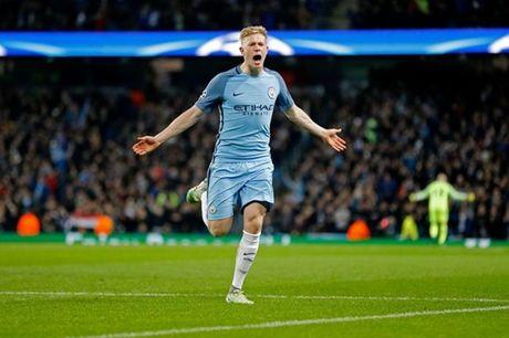 5 diem nhan Man City 3-1 Barca: Lo hong Iniesta; Khac biet De Bruyne - Anh 4