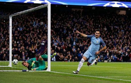 5 diem nhan Man City 3-1 Barca: Lo hong Iniesta; Khac biet De Bruyne - Anh 5