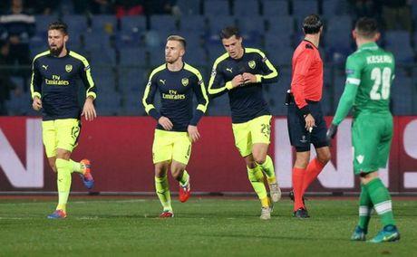5 diem nhan Ludogorets 2-3 Arsenal: Phao thu da lon, Oezil thien tai - Anh 1