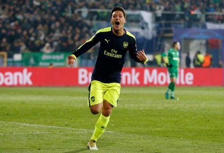 5 diem nhan Ludogorets 2-3 Arsenal: Phao thu da lon, Oezil thien tai - Anh 2