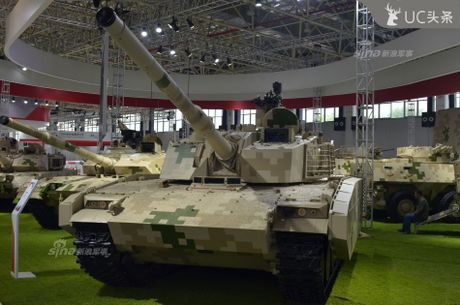 Nguy hiem chet nguoi xe tang hang nhe VT-5 cua Trung Quoc - Anh 1