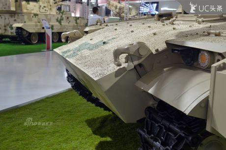 Nguy hiem chet nguoi xe tang hang nhe VT-5 cua Trung Quoc - Anh 3