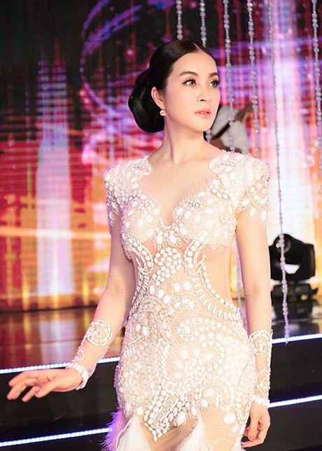 MC Thanh Mai tro tai mua quat tren truyen hinh - Anh 12