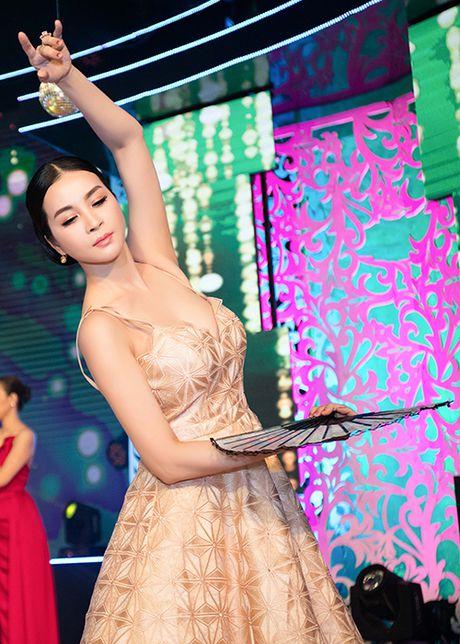 MC Thanh Mai tro tai mua quat tren truyen hinh - Anh 2