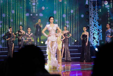 MC Thanh Mai tro tai mua quat tren truyen hinh - Anh 6