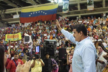 Chum anh Tong thong Venezuela giao luu voi cong chung - Anh 12