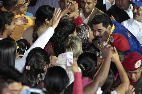 Chum anh Tong thong Venezuela giao luu voi cong chung - Anh 14