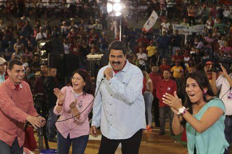 Chum anh Tong thong Venezuela giao luu voi cong chung - Anh 8