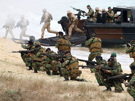 Quan he NATO - Nga: Tiem an nhieu rui ro - Anh 1