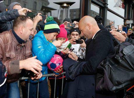 Real Madrid do bo Ba Lan, chuan bi cho tran dau khong khan gia - Anh 6