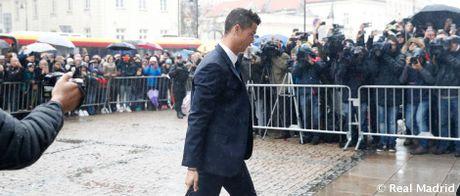 Real Madrid do bo Ba Lan, chuan bi cho tran dau khong khan gia - Anh 8