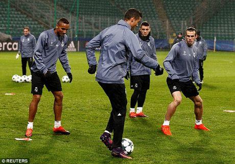 Real Madrid do bo Ba Lan, chuan bi cho tran dau khong khan gia - Anh 9