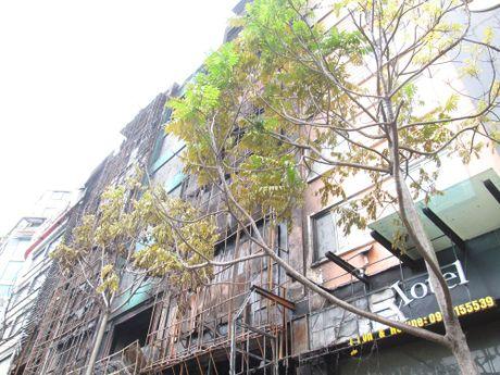 Hien truong tan hoang sau vu chay kinh hoang quan karaoke o Tran Thai Tong - Anh 15