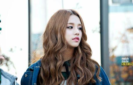 Jung Kook BTS bi nghi 'co gi do' voi nguoi dep lai Suzy - Hye Ri - Anh 3