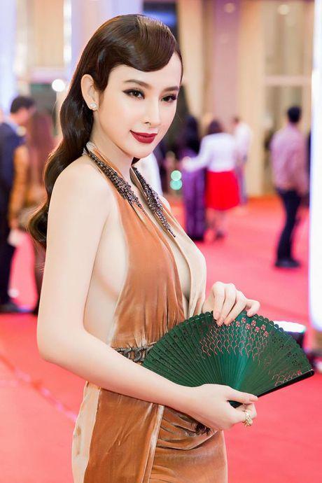 Angela Phuong Trinh dien dam xe tao bao, gay nao loan tham do lien hoan phim - Anh 10