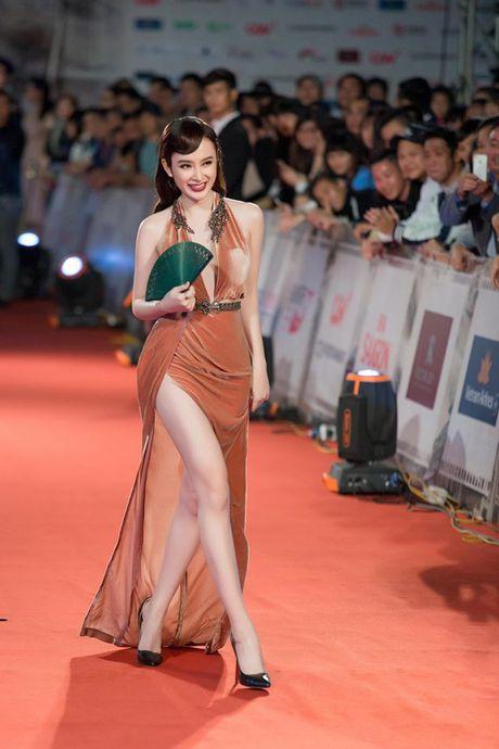 Angela Phuong Trinh dien dam xe tao bao, gay nao loan tham do lien hoan phim - Anh 1
