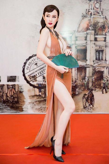 Angela Phuong Trinh dien dam xe tao bao, gay nao loan tham do lien hoan phim - Anh 3