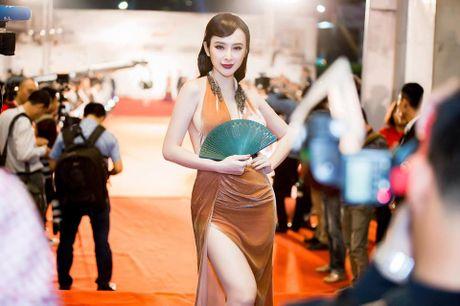 Angela Phuong Trinh dien dam xe tao bao, gay nao loan tham do lien hoan phim - Anh 6
