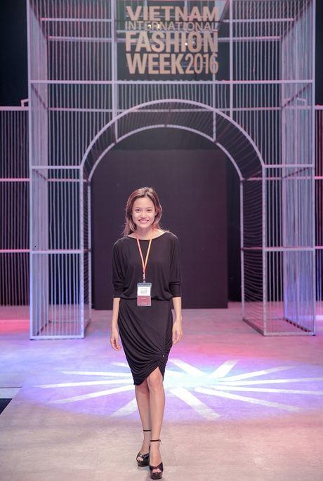 Thanh Hang dien do hieu tong duyet cho Tuan le thoi trang quoc te - Anh 8