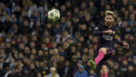 "Bi Man City si nhuc, Messi dien tiet dinh ""an thua du"" - Anh 1"