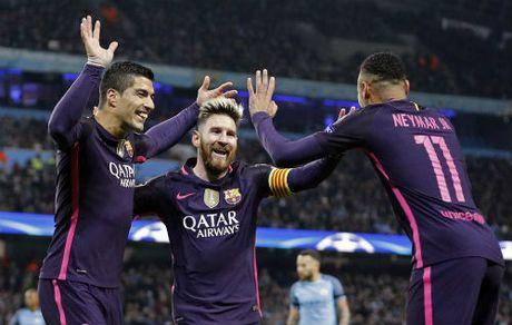 "Bi Man City si nhuc, Messi dien tiet dinh ""an thua du"" - Anh 2"