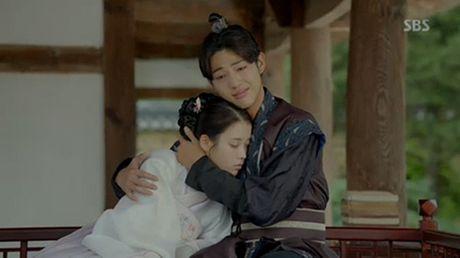 Nguoi tinh anh trang tap cuoi: IU qua doi, de lai con gai cho Lee Jun Ki - Anh 2