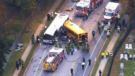 2 xe bus dam nhau, 6 nguoi thiet mang - Anh 1