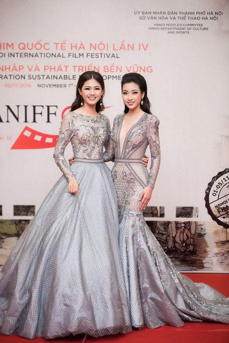 Hoa hau My Linh, A hau Thanh Tu mac do doi 'do sac' hap dan - Anh 2