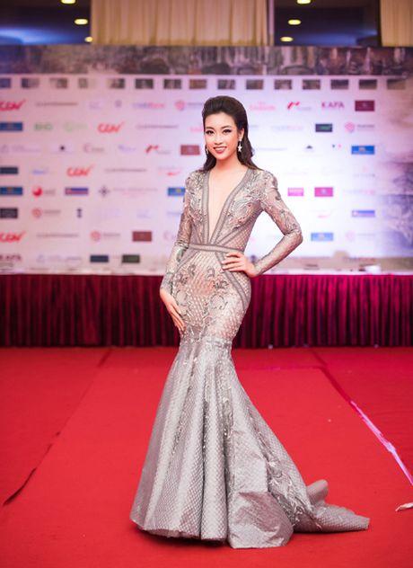 Hoa hau My Linh, A hau Thanh Tu mac do doi 'do sac' hap dan - Anh 3
