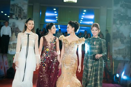 Hoa hau My Linh, A hau Thanh Tu mac do doi 'do sac' hap dan - Anh 9