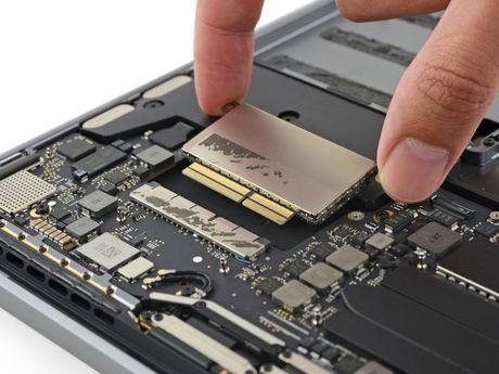 Mo MacBook Pro 2016: thay duoc SSD, RAM han chet, rat kho sua - Anh 9