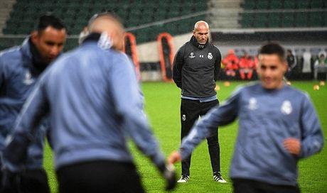 Zidane: 'Real chang thich thu gi khi da bong khong ai xem' - Anh 2