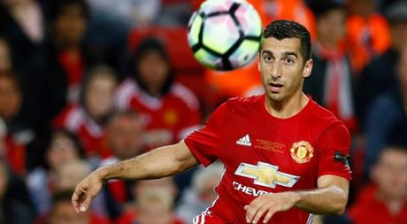 M.U gap Fenerbahce: Mkhitaryan va Phil Jones tro lai, Carrick va Schweinsteiger ngoi ngoai - Anh 1