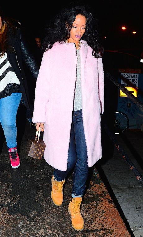 Rihanna chiu choi voi tui hieu 'doc' va dep - Anh 8