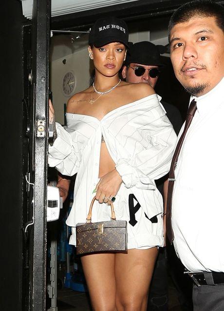 Rihanna chiu choi voi tui hieu 'doc' va dep - Anh 9