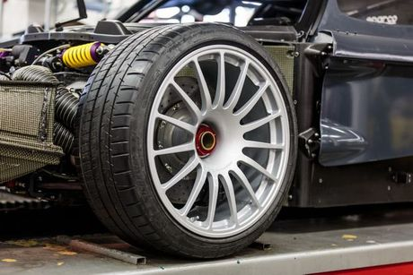 Xuat hien ban do cuc manh cua sieu xe Maserati MC12 VC - Anh 8