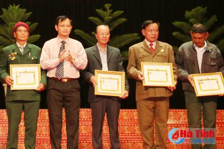 Trao tang Huan, Huy chuong nuoc CHDCND Lao cho can bo, chuyen gia tinh nguyen Viet Nam - Anh 13