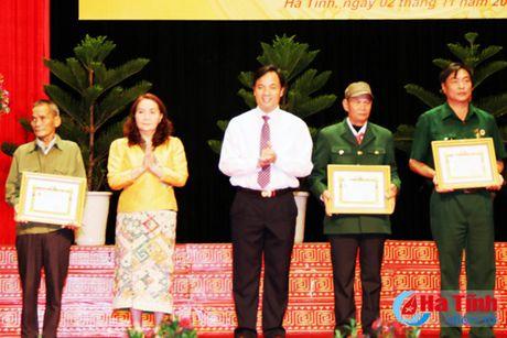 Trao tang Huan, Huy chuong nuoc CHDCND Lao cho can bo, chuyen gia tinh nguyen Viet Nam - Anh 14