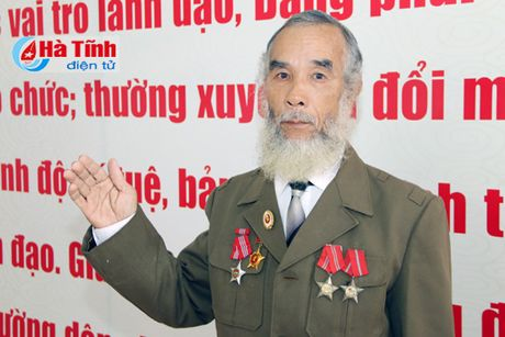 Trao tang Huan, Huy chuong nuoc CHDCND Lao cho can bo, chuyen gia tinh nguyen Viet Nam - Anh 15