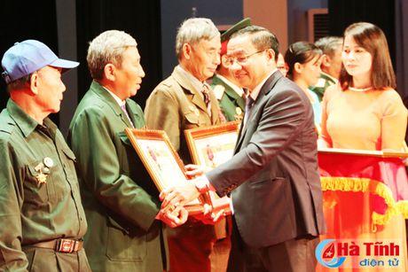 Trao tang Huan, Huy chuong nuoc CHDCND Lao cho can bo, chuyen gia tinh nguyen Viet Nam - Anh 5