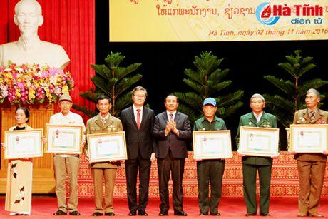Trao tang Huan, Huy chuong nuoc CHDCND Lao cho can bo, chuyen gia tinh nguyen Viet Nam - Anh 6