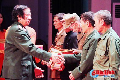 Trao tang Huan, Huy chuong nuoc CHDCND Lao cho can bo, chuyen gia tinh nguyen Viet Nam - Anh 7